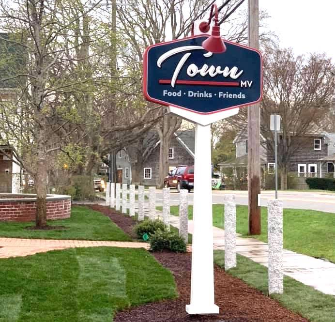 Town MV Bar & Grill Edgartown Martha's Vineyard 2019