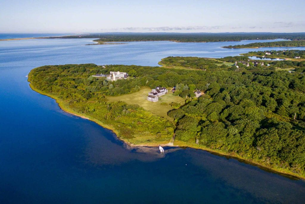 Edgartown Great Pond Waterfront Home One House Away From House President Obama Is Reportedly Buying On Martha's Vineyard