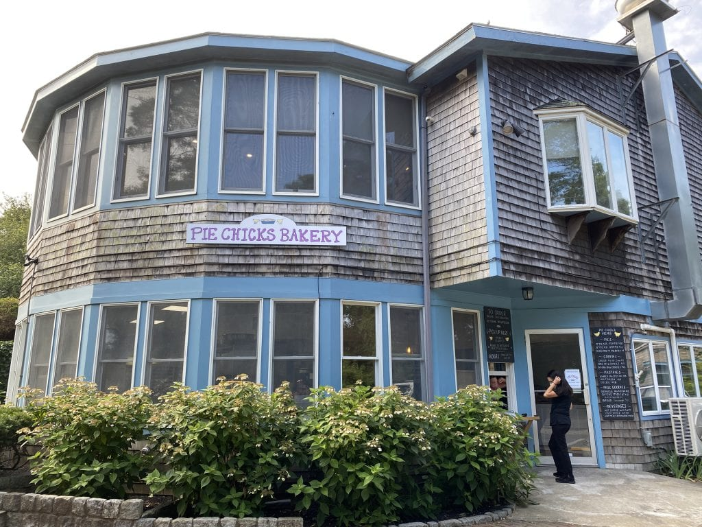 WE LOVE MV: Pie Chicks Opens Its Bakery In Vineyard Haven On Martha's vineyard