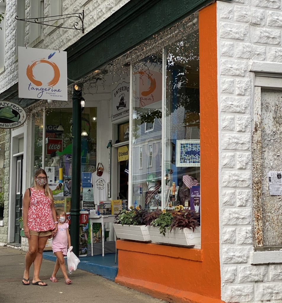 WE LOVE MV: MV Masquerade Outdoor Dining And Shopping - Exploring Outdoor Shops Tangerine Opens in Oak Bluffs