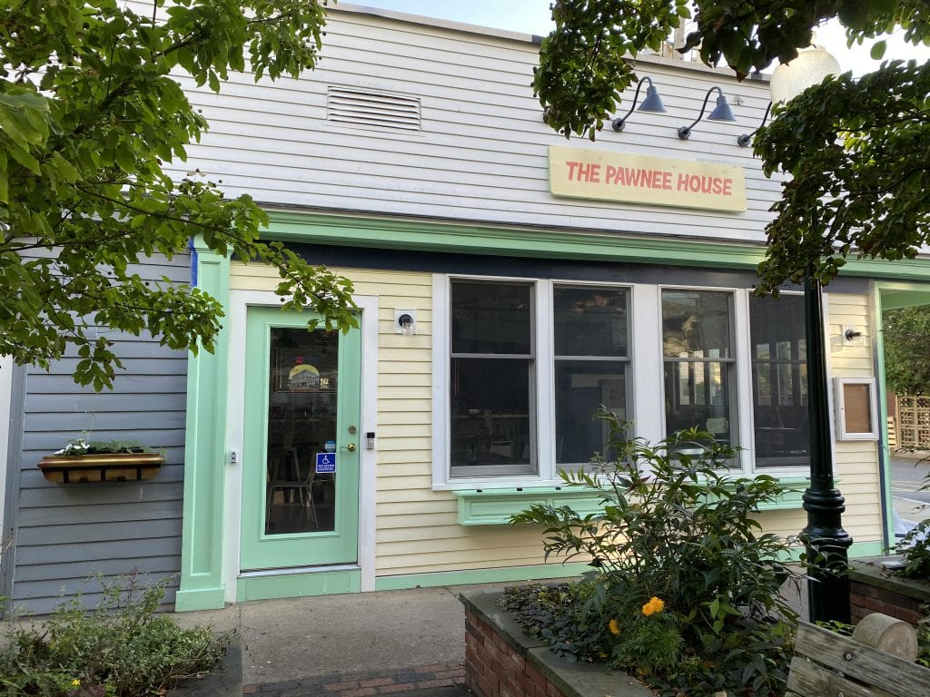 Martha's Vineyard Restaurants Spring Open For The Season - April & May Openings Lookout Tavern 19 Prime Linda Jeans
