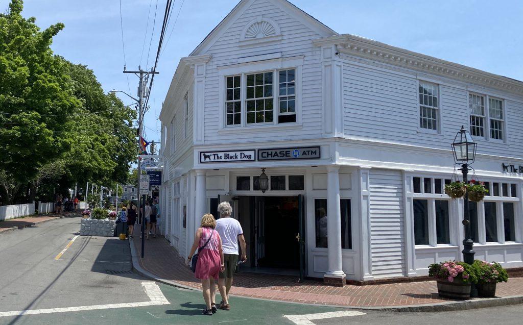 Black Dog Edgartown Visit Edgartown Summer 2021 Martha's Vineyard  Point B Realty