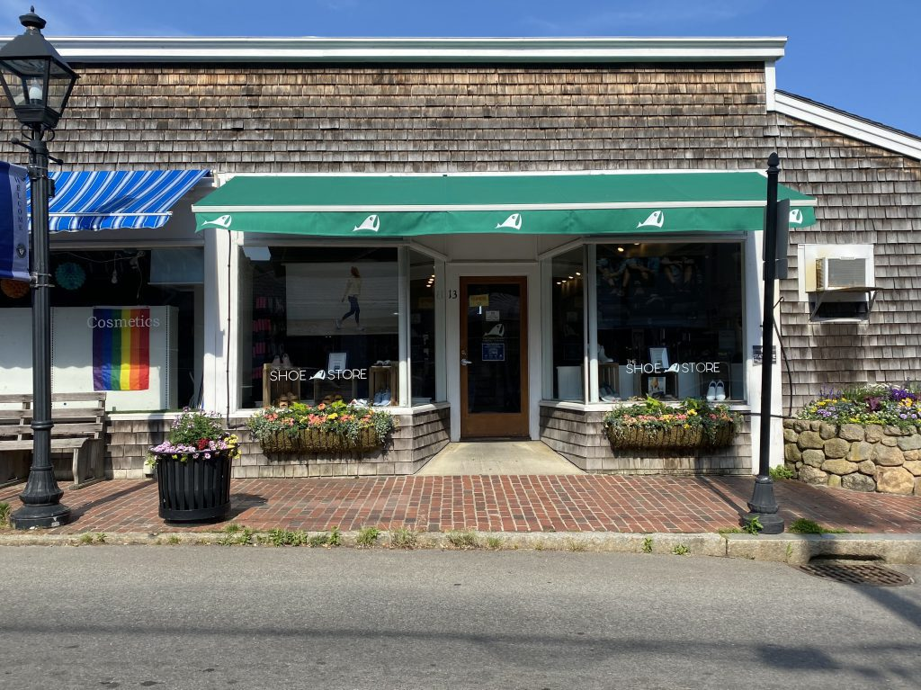 The Green Room The Green Room Show Store Visit Vineyard Haven Maratha's Vineyard  What's new Point B realty Summer  Summer 2021